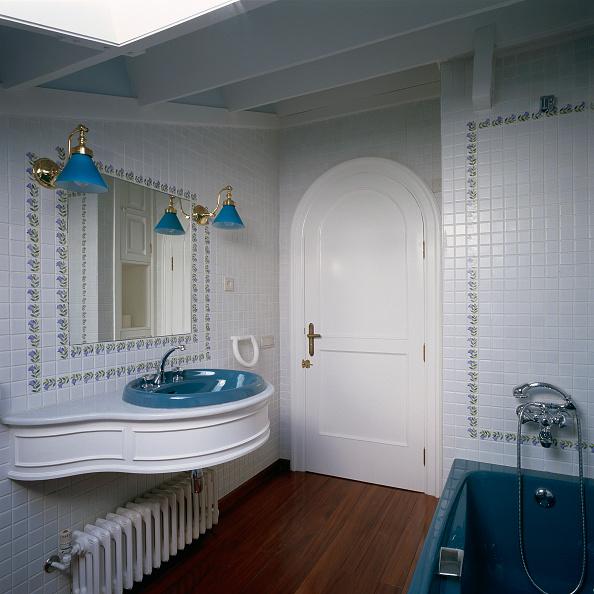 Bathroom「View of a neat and tidy bathroom」:写真・画像(16)[壁紙.com]