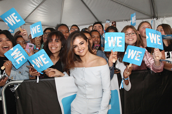 Selena Gomez「Selena Gomez, Alicia Keys, Demi Lovato, Bryan Cranston, DJ Khaled, Miss Piggy And More Come Together At WE Day California To Celebrate Young People Changing The World」:写真・画像(16)[壁紙.com]