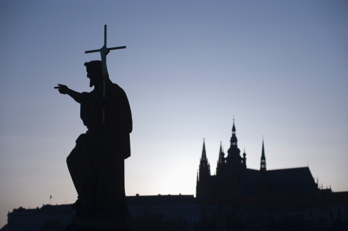 St Vitus's Cathedral「Silhouetted statue and cathedral」:スマホ壁紙(9)