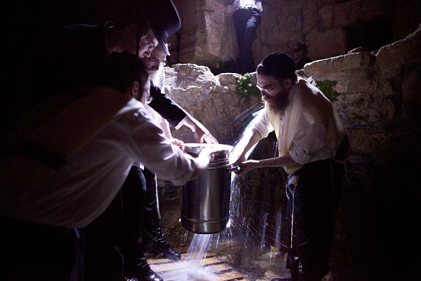 Water「Ultra-Orthodox Jews Prepare for Passover」:写真・画像(17)[壁紙.com]