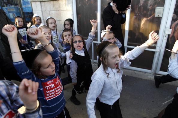 Cuff「Ultra Orthodox Jews Protest Against Military Conscription In Israel」:写真・画像(19)[壁紙.com]