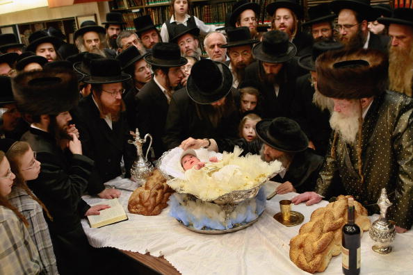 Loaf of Bread「Orthodox Jews Hold Redemption Of First Born Ceremony」:写真・画像(7)[壁紙.com]