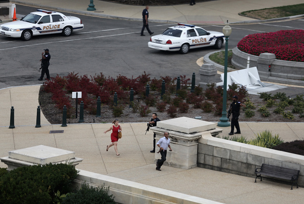 Alex Wong「U.S. Capitol On Lockdown After Reports Of Gun Shots」:写真・画像(0)[壁紙.com]