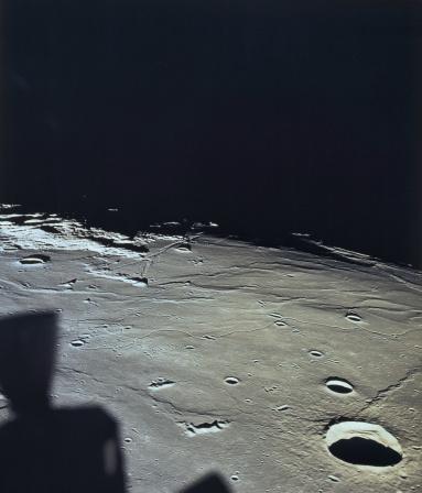 月「Surface of the moon」:スマホ壁紙(9)