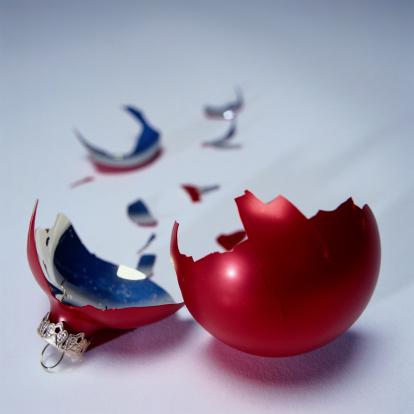 Life Events「Broken Christmas Ornament」:スマホ壁紙(9)