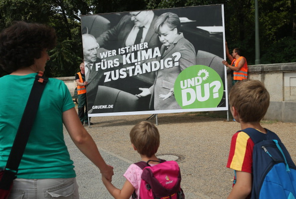 Placard「Political Parties Launch Election Campaigns In Berlin」:写真・画像(12)[壁紙.com]