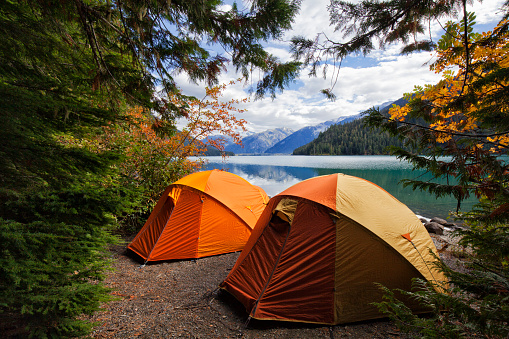 British Columbia「Two tents at Cheakamus Lake in autumn, BC, Canada」:スマホ壁紙(2)