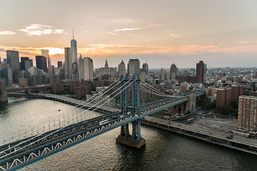 Lower East Side Manhattan「Aerial over East River of Manhattan Bridge」:スマホ壁紙(1)