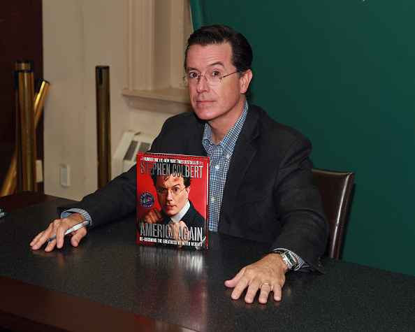 "T 「Stephen Colbert Signs Copies Of ""America Again: Re-becoming The Greatness We Never Weren't""」:写真・画像(11)[壁紙.com]"