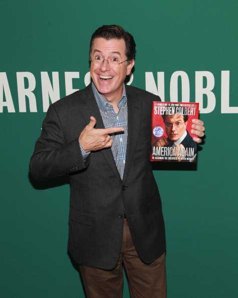 "T 「Stephen Colbert Signs Copies Of ""America Again: Re-becoming The Greatness We Never Weren't""」:写真・画像(10)[壁紙.com]"
