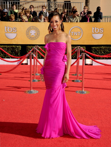 Form Fitted Dress「18th Annual Screen Actors Guild Awards - Arrivals」:写真・画像(10)[壁紙.com]