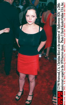 "David Keeler「7/27/98 Westwood, CA. Christina Ricci at the premiere of ""Halloween: H20,"" a 20th-anniversary sequel」:写真・画像(11)[壁紙.com]"