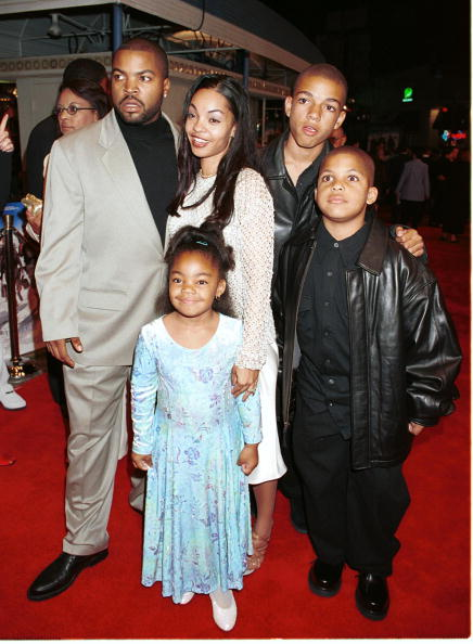 Westwood Neighborhood - Los Angeles「Ice Cube And His Family Enter The Premiere Of Three Kings」:写真・画像(16)[壁紙.com]