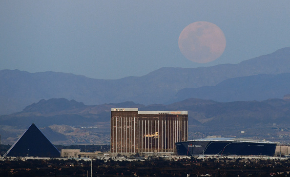 Stadium「'Pink Moon' Is Largest Supermoon Of 2020」:写真・画像(2)[壁紙.com]