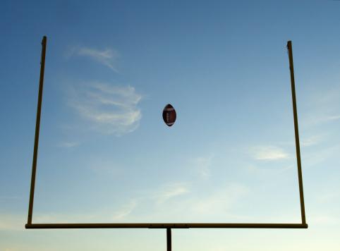Goal Post「Football being thrown through goal posts」:スマホ壁紙(11)