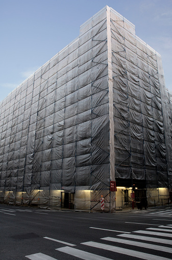 Restoring「Building covered in scaffolding and protective sheeting (wide angle)」:スマホ壁紙(14)