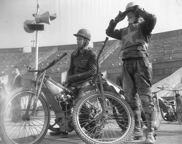 Motor Racing Track「Speedway Riders」:写真・画像(3)[壁紙.com]