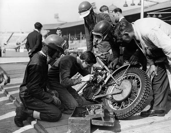 オートバイ競技「Fixing Motorcycle」:写真・画像(15)[壁紙.com]