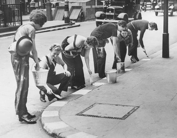 In A Row「Pavement Artists」:写真・画像(6)[壁紙.com]