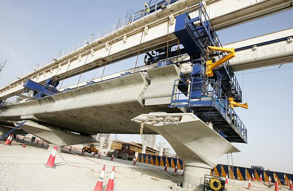 Concrete「Seven launching gantries are used for the installation of viaduct deck segments for the Dubai Metro. The gantries provide a fasttrack installation process, which enables a complete viaduct span to be erected in two days, according to the Roads and Transp」:写真・画像(0)[壁紙.com]