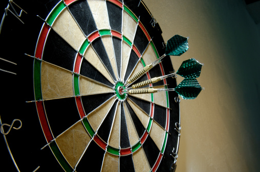 Sports Target「Three darts on a bullseye」:スマホ壁紙(5)
