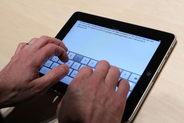 Keypad「Apple Announces Launch Of New Tablet Computer」:写真・画像(5)[壁紙.com]