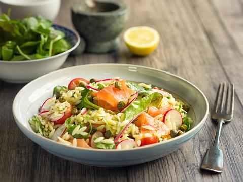 Arugula「Healthy orzo salad with smoke salmon」:スマホ壁紙(0)