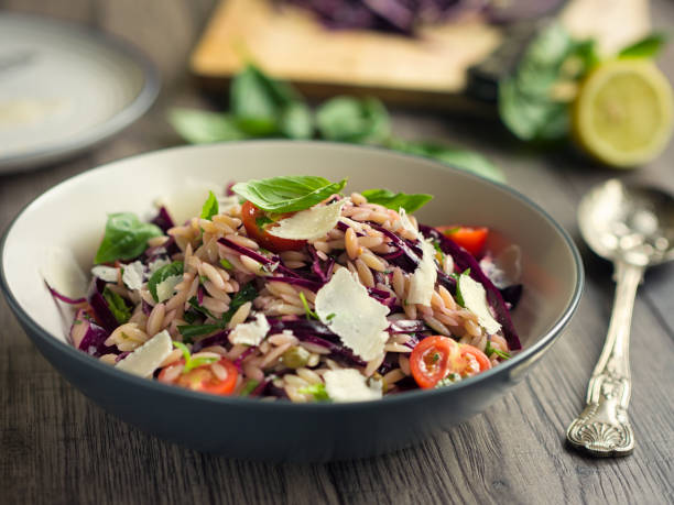 Healthy orzo and red cabbage salad:スマホ壁紙(壁紙.com)