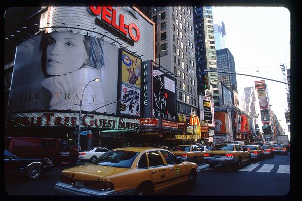 Millennium「Times Square Waits For The Millennium」:写真・画像(12)[壁紙.com]