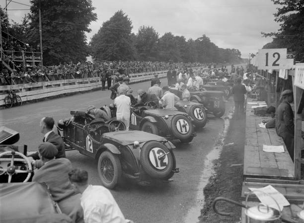 Cars before the start of the Irish Grand Prix, Phoenix Park, Dublin, 1930:ニュース(壁紙.com)