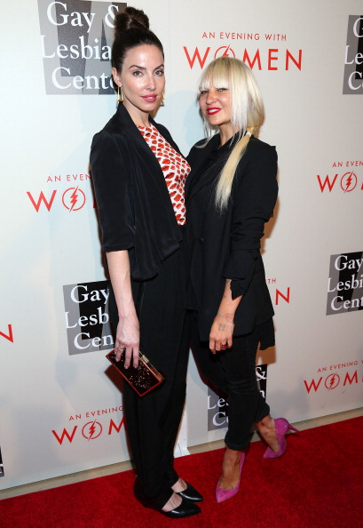 Whitney Cummings「The L.A. Gay & Lesbian Center's 2014 An Evening With Women (AEWW) - Arrivals」:写真・画像(2)[壁紙.com]