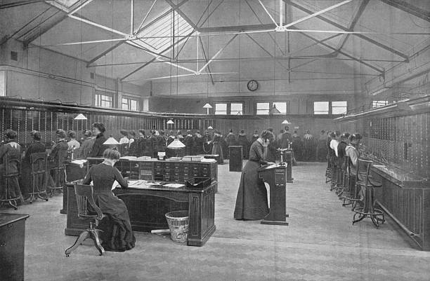 In the Post Office Central Telephone Exchange, City of London, c1903 (1903):ニュース(壁紙.com)