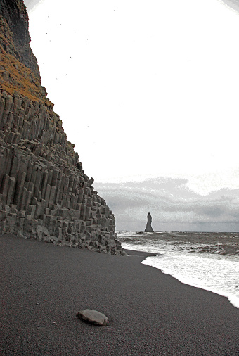 Basalt「Basalt columns on volcanic beach, Vik, Iceland.」:スマホ壁紙(15)