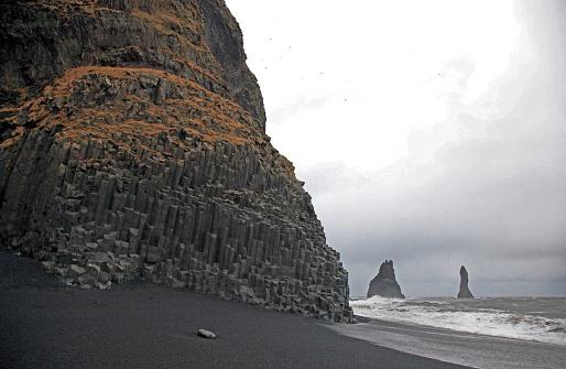 Basalt「Basalt columns on volcanic beach, Vik, Iceland.」:スマホ壁紙(16)