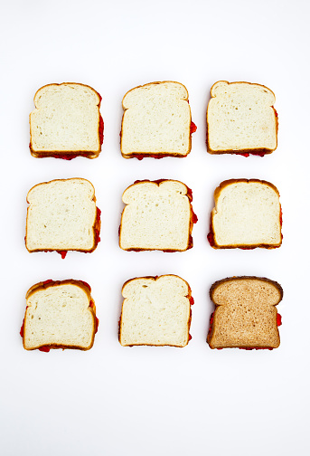 White Bread「Peanut butter and jelly sandwiches, one on whole wheat bread」:スマホ壁紙(6)