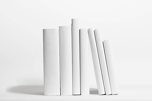 Seven white books in front of white background:スマホ壁紙(壁紙.com)