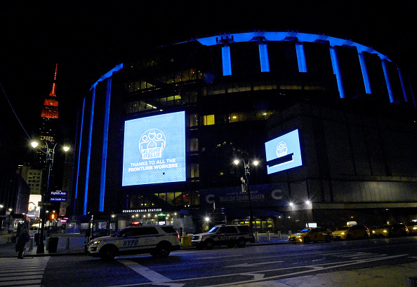 Madison Square Garden「Across U.S., Stadiums, Landmarks Illuminated In Blue To Honor Essential Workers」:写真・画像(8)[壁紙.com]