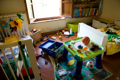 Chaos「Kid's messy room with toys」:スマホ壁紙(3)