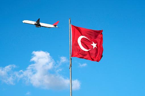 星空「Turkish Flag With Plane」:スマホ壁紙(6)