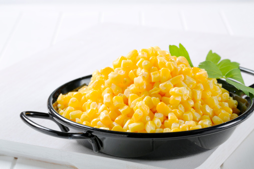 Dietary Fiber「Sweetcorn grains in a black casserole」:スマホ壁紙(2)