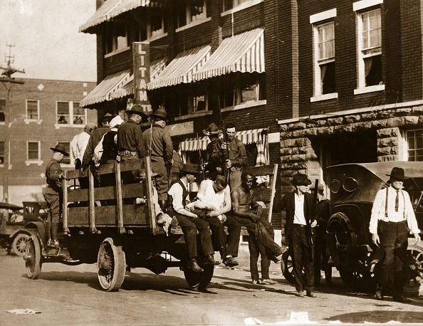 Racial Tensions「Tulsa Race Massacre」:写真・画像(1)[壁紙.com]