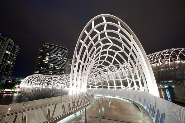 Bridge - Built Structure「The Webb Bridge, a modern footbridge across the Yarra River in Melbourne, Australia.」:写真・画像(6)[壁紙.com]