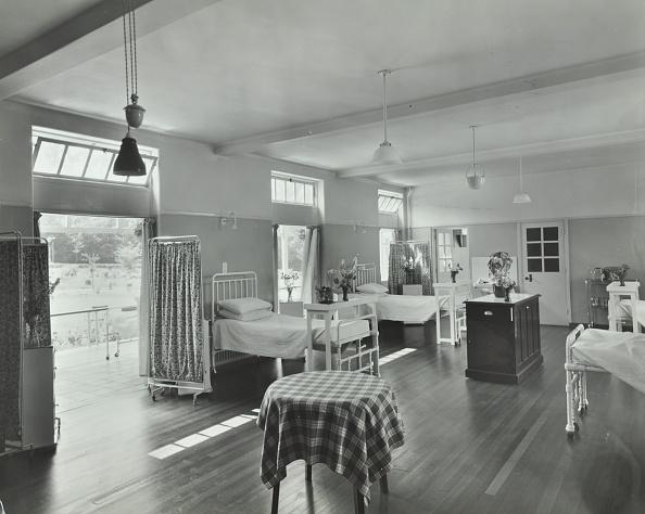 Bedroom「A Ward At Orchard House, Claybury Hospital, Woodford Bridge, London, 1937. .」:写真・画像(6)[壁紙.com]