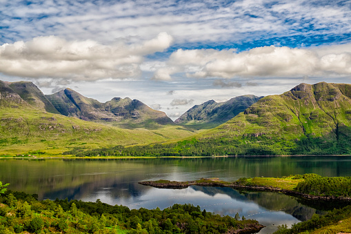 Mountain Ridge「Upper Loch Torridon In Scotland's Northwest Highlands」:スマホ壁紙(6)