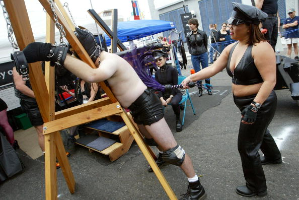 Street「Leather And Fetish Enthusiasts Converge」:写真・画像(1)[壁紙.com]