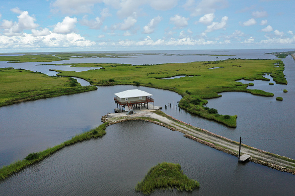 View Into Land「Combination Of Rising Sea Levels And Subsiding Land Endanger Louisiana Coast」:写真・画像(0)[壁紙.com]