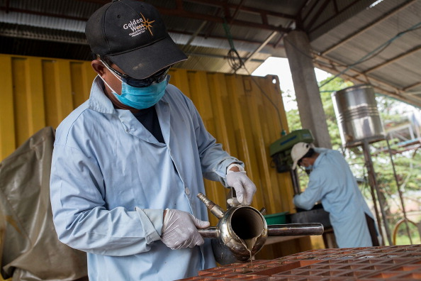 Pouring「Explosives Recycling Creates Innovative Solution For Cambodian Land Mines」:写真・画像(5)[壁紙.com]