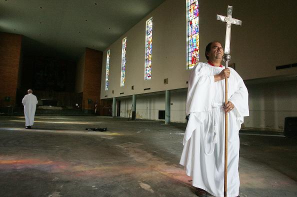 Religious Mass「New Orleans Church Celebrates Mass Outdoors」:写真・画像(10)[壁紙.com]