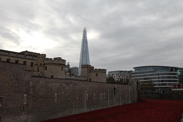 Shard London Bridge「'Blood Swept Lands and Seas of Red', Tower of London, 2014.  Artist: Sheldon Marshall」:写真・画像(15)[壁紙.com]