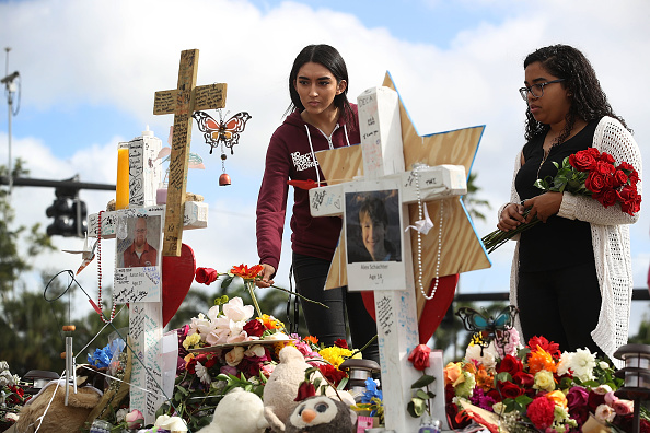 Mass Shooting「Florida Town Of Parkland In Mourning, After Shooting At Marjory Stoneman Douglas High School Kills 17」:写真・画像(9)[壁紙.com]